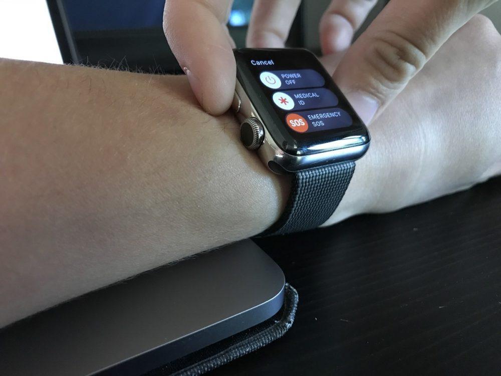 chiusura delle app su Apple Watch mancino