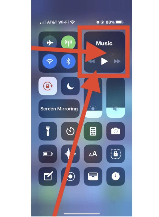 Come accedere ai controlli audio AirPlay in iOS: individuare il pannello di controllo Musica